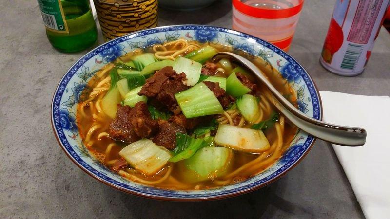Soupe de nouilles au bœuf saté