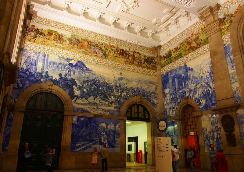 Intérieur de la gare de Sao Bento à Porto