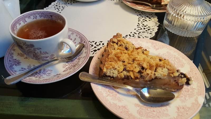 Mon thé des Princesses et la tarte crumble poire et chocolat
