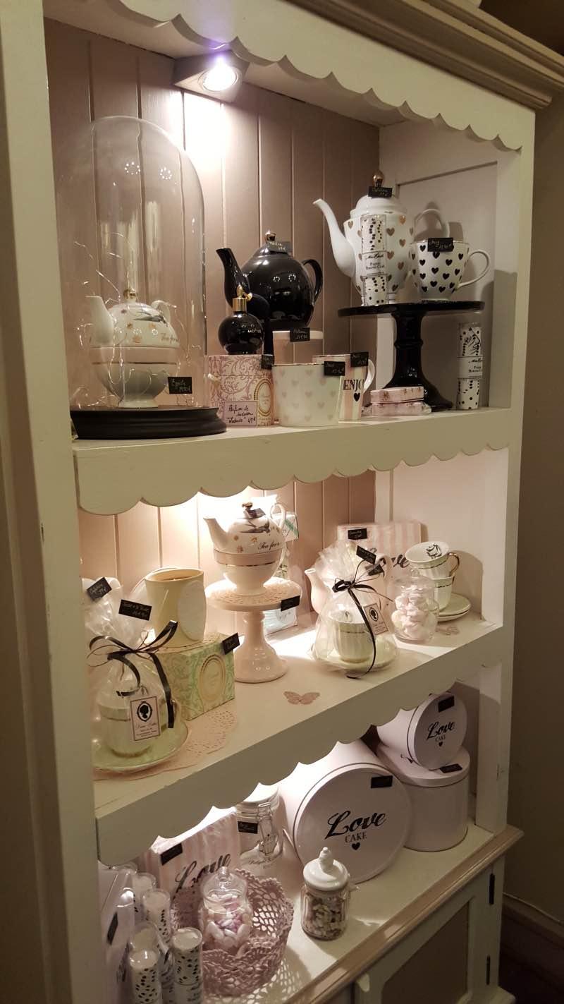 Chez Dame Cakes, vous pouvez trouver de jolies tasses et théières