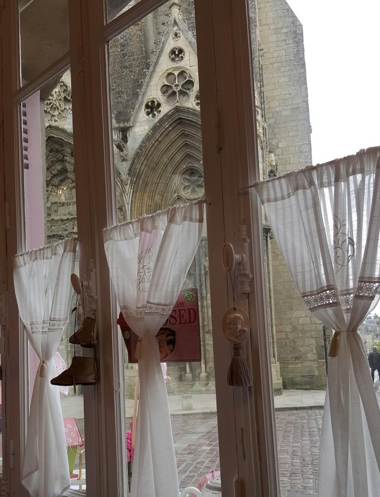 Les-Volets-Roses-Bayeux