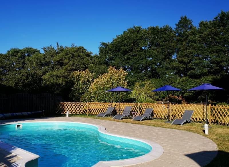 Cette piscine invite à la détente !